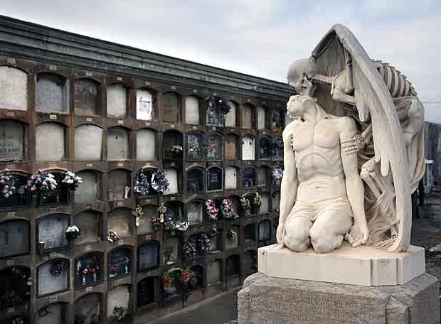 El turismo de cementerios llega a España