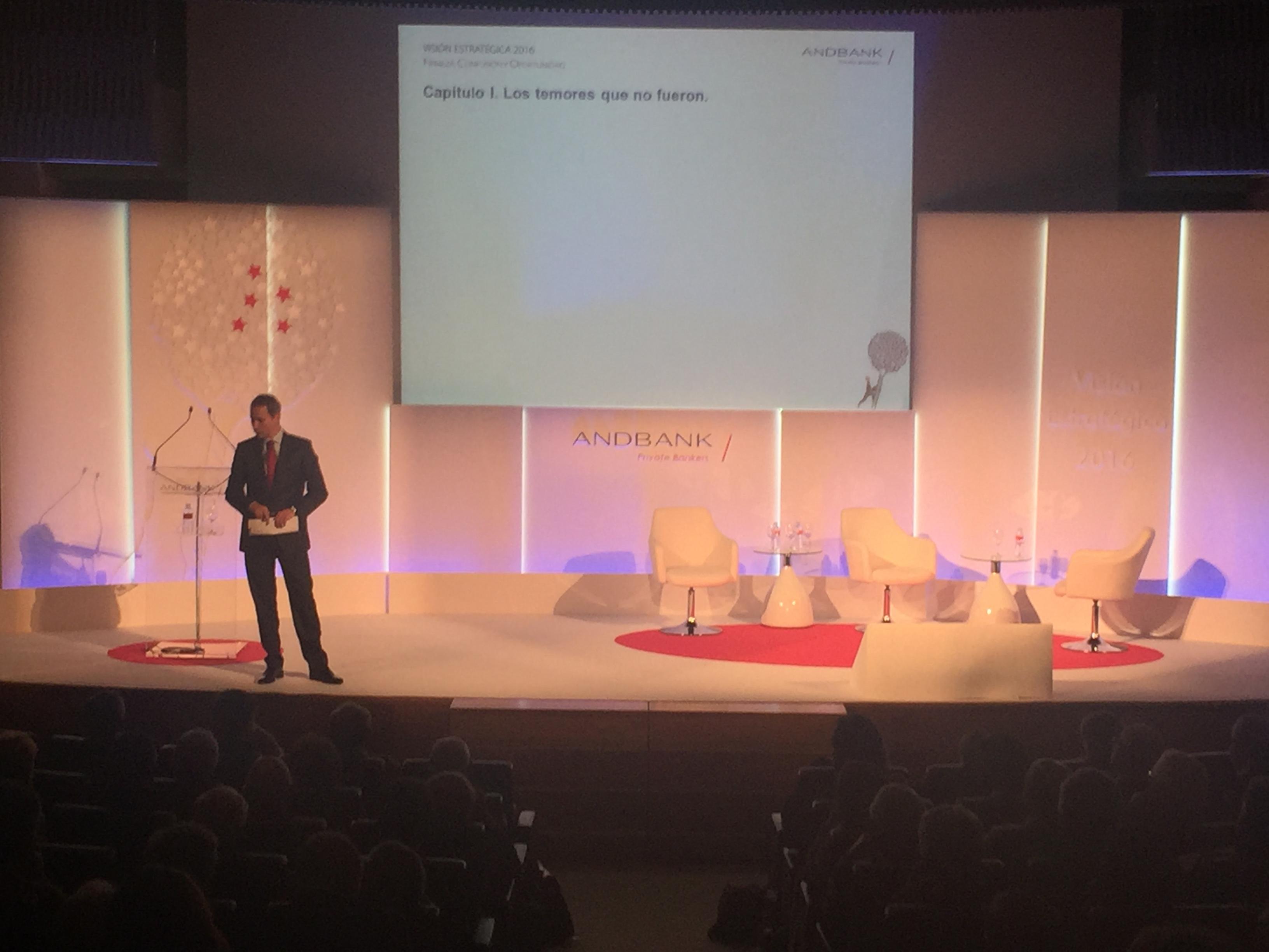 Andbank Álex Fusté hablando en la jornada de inversión