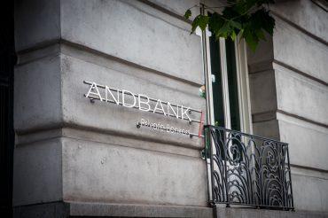 Andbank España sede Madrid logo y balcon