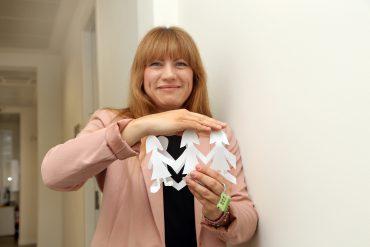 Maite Andbank seguros muñecos papel