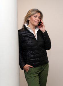 Maria Riansares Andbank hablando por telefono