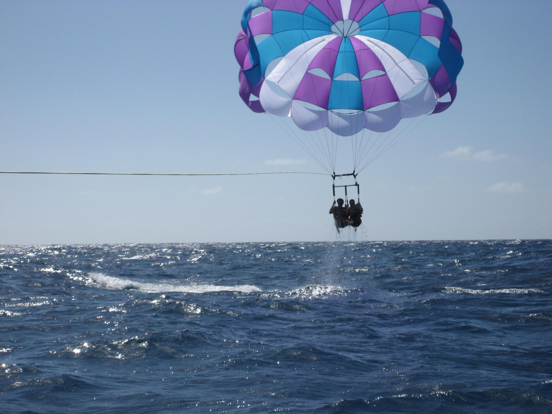 Surf, vela, piragüismo o parasailing…el deporte también se viste de verano