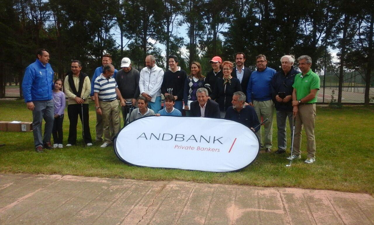 Más de 120 jugadores participan en el Torneo de Golf Andbank de León